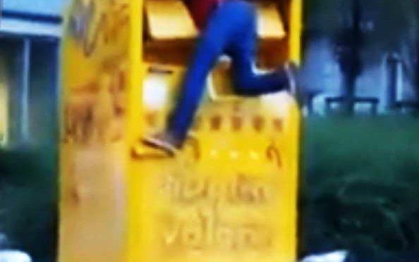 Rom rimane incastrato in cassonetto Carita$ – VIDEO