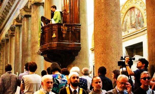 IMAM RECITA SURA CONTRO CRISTIANI: IN CHIESA!  – VIDEO