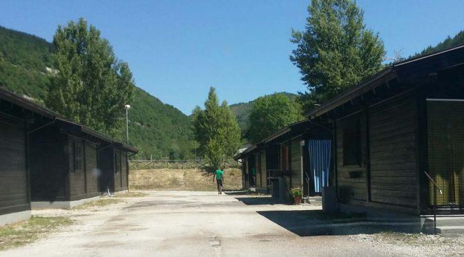 60 casette costruite a tempo di record, per i terremotati? No, per i profughi