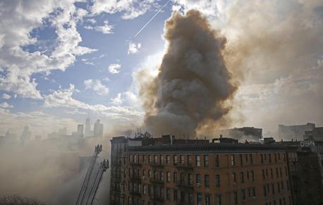 ESPLOSIONE A NEW YORK SVENTRA PALAZZO: MORTI – FOTO