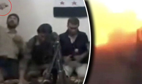 TERRORISTI ISLAMICI SALTANO IN ARIA COL SELFIE ESPLOSIVO – VIDEO
