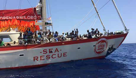 Ue vuole clandestini bloccati su nave Ong siano sbarcati in Italia