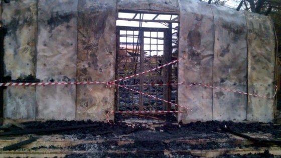 Doveva diventare sede Carita$: incendio la distrugge…- FOTO