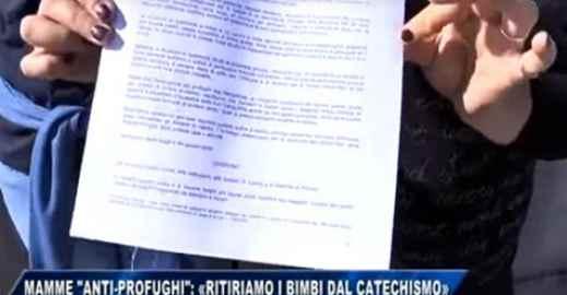 PRETE OSPITA 30 PAKISTANI: RIVOLTA, MAMME RITIRANO BIMBI DA CATECHISMO