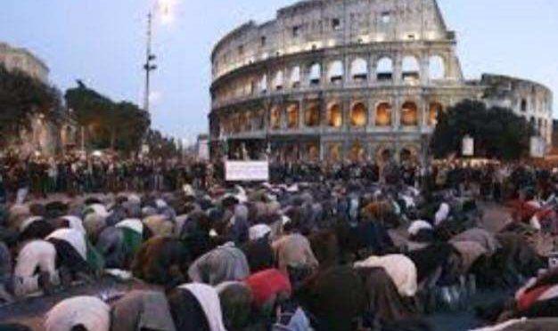 """Colosseo vietato, musulmani presentano ricorso: """"Lo vogliamo"""""""
