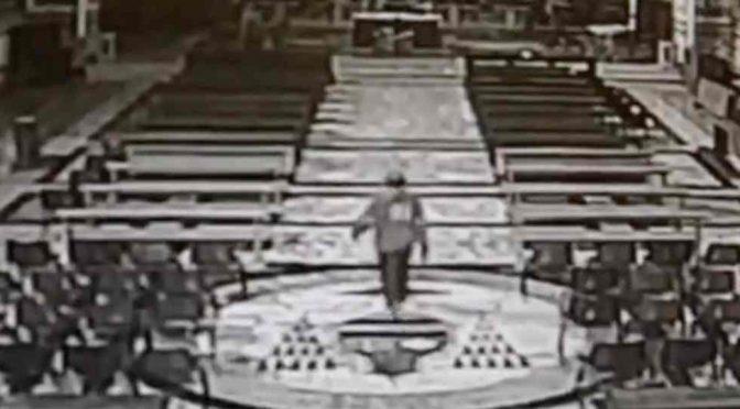 Marocchino scatena il panico in chiesa, urla in Arabo e agita una borsa