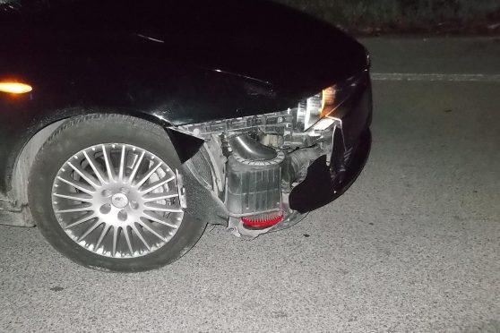 Investe profugo che va in bici di notte: auto danneggiata