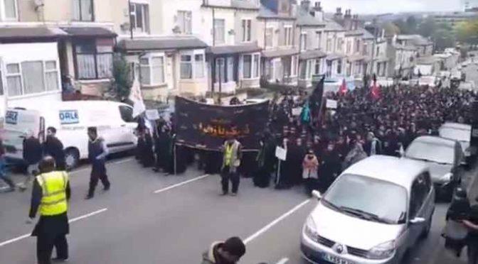 Islamici marciano trionfanti sulla città – VIDEO CHOC