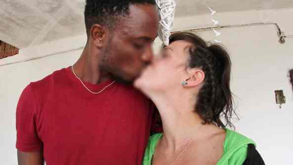 La maestrina faceva corsi di lingua al profugo, ora l'ha sposato