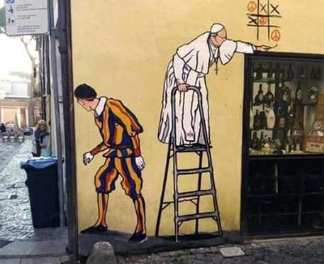Rimosso murale con Bergoglio che gioca a tris