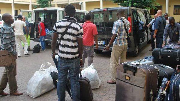 RENZI INVIA 47 MASCHI AFRICANI IN PAESINO: ORA SONO 10% POPOLAZIONE