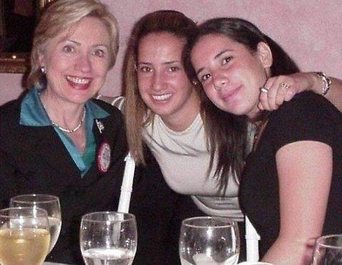 Questa foto di Clinton è una bufala – 2 FOTO