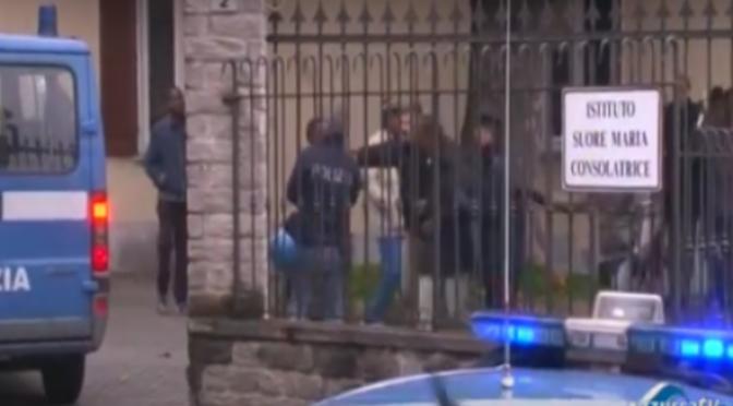 STIPENDIO INSUFFICIENTE: PROFUGHI CIRCONDANO AGENTI E LI PICCHIANO – VIDEO
