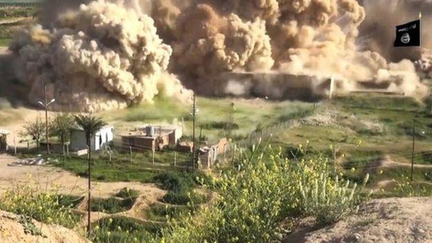 """Islamici distruggono antica città Assira, Sgarbi: """"Vermi maledetti, benedetto chi vi uccide"""" – VIDEO – FOTO"""