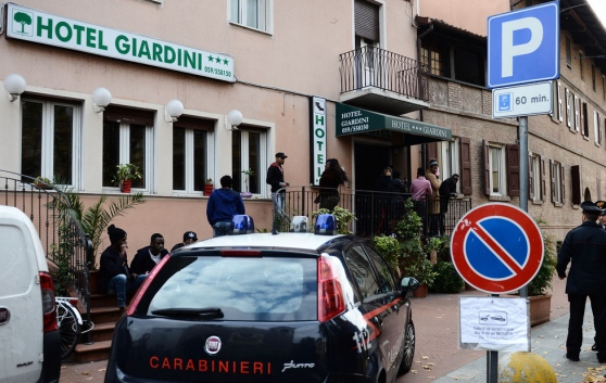 Modena: profughi insoddisfatti di cibo fornito da hotel 3 stelle, sindaco invia esperti