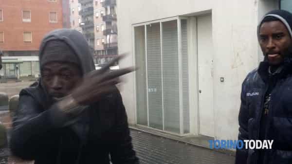 """Spacciatori Palazzine Torino protestano: """"Troppo odio contro di noi"""" – VIDEO"""