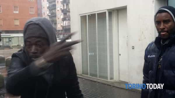 "TORINO, SPACCIATORI DOPO VIOLENZE: ""QUESTA E' CASA NOSTRA"" – VIDEO"