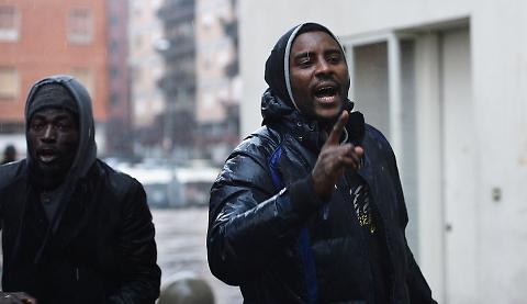 Torino città islamizzata, stupro libero nelle palazzine occupate – VIDEO