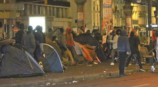 ISLAMICI STAVANO PER COLPIRE PARIGI: STRAGI IN CHIESE E DISNEYLAND
