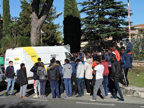 Roma: 500 profughi in rivolta, problemi di doccia