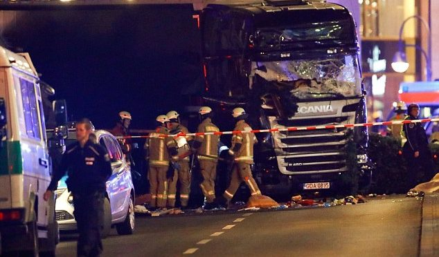 CAMION BERLINO: 9 I MORTI, AUTISTA IN FUGA – 4 VIDEO – FOTO