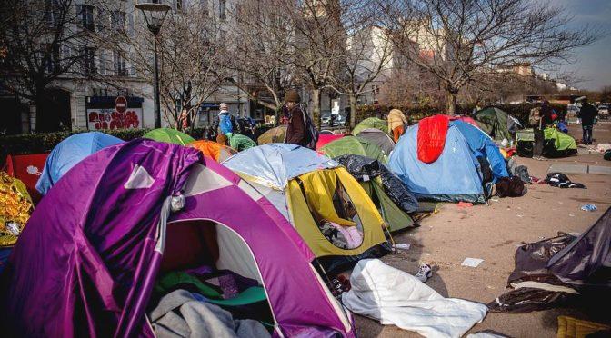 """Parigi: annullata mini maratona per """"troppi profughi"""" lungo il percorso"""