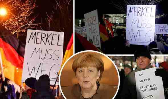 """*BERLINO, FOLLA CIRCONDA CANCELLERIA: """"MERKEL RAUS"""" – VIDEO"""