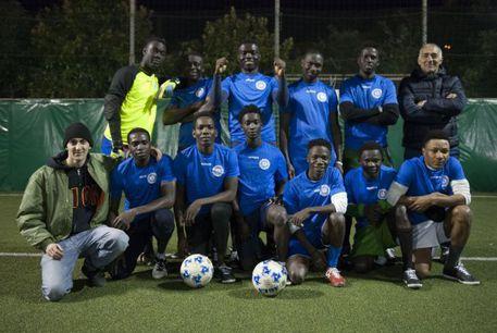 Genova: paghiamo profughi per giocare a calcio – FOTO