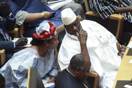 Gambia: presidente sconfitto come Clinton, vuole riconto
