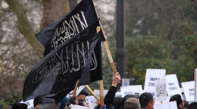 Londra: manifestanti islamici invocano Califfato, ancora – VIDEO