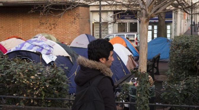 PARIGI: CLANDESTINI ACCAMPATI TRA LE CASE, EPIDEMIE E RATTI