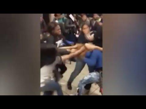 Rissa di massa in scuola americana tra alunne di colore (nero) – VIDEO