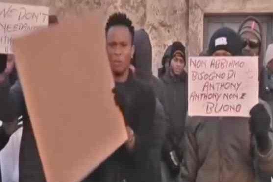 Finti profughi diventano clandestini e assediano Vicenza – VIDEO