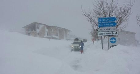 Abruzzo, 100 mila senza corrente, colonne di auto in fuga e disperato appello