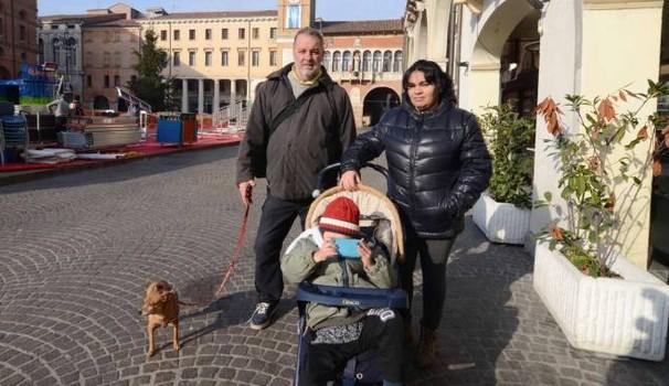 Rovigo: famiglia italiana al gelo con bimbo disabile, Prefetto requisisce hotel per ospitare Africani
