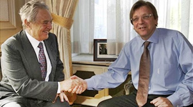 "Verhofstadt contro Salvini: ""Prende soldi da Putin"", lui da Soros"