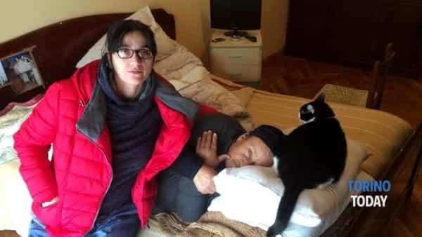 Maria, Michela e la loro gatta: finiranno per strada perché italiane