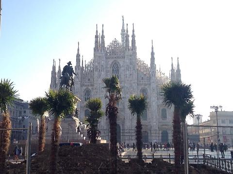 """Azione Identitaria: """"Banani in Piazza Duomo sarebbero da bruciare"""""""