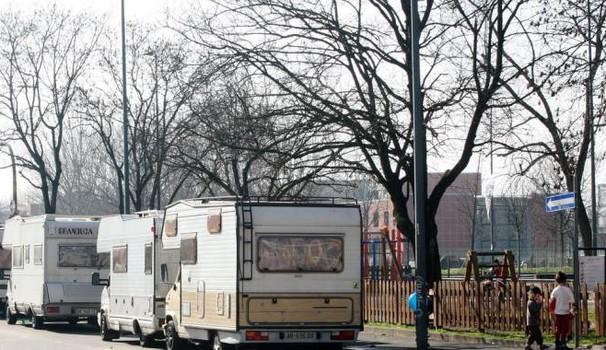 Rom ai domiciliari nei camper abusivi: proibito sgomberarli