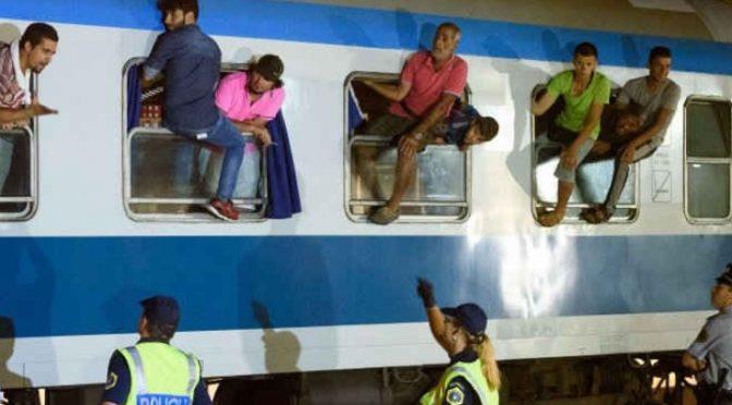 """Detenuti tunisini appena sbarcati occupano stazione: """"Tutti a Palermo"""""""