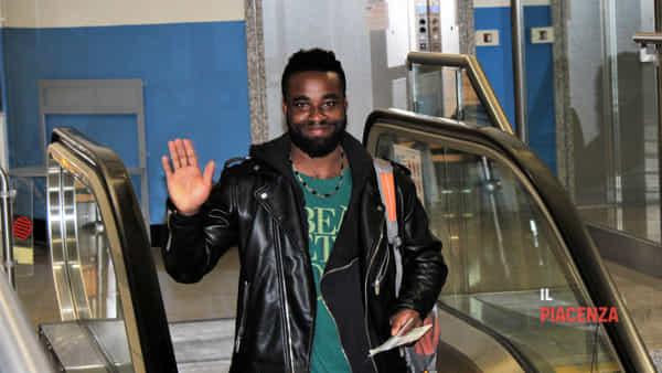"Dopo 3 anni da profugo in hotel torna in Ghana: ""Mi manca moglie"""
