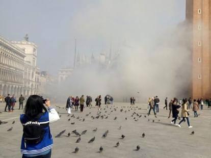 Ordigno in piazza S.Marco per rapinare gioielleria – VIDEO