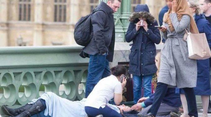 La foto dell'islamica indifferente sul ponte di Londra? Ha stato Putin