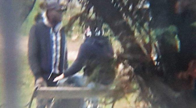 Profugo filmato mentre spaccia ai ragazzini – VIDEO