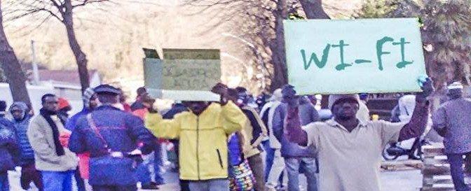 'Wi-fi assente', profughi protestano in prefettura