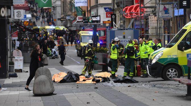 STOCCOLMA: 3 TERRORISTI ARMATI, 2 ARRESTATI – VIDEO