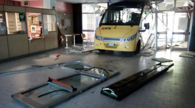Ricordate vandalo del bus? Scappa da domiciliari in comunità e commette nuovi reati