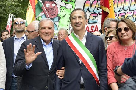 """MILANO, ITALIANO CACCIATO DA MENSA: """"E' SOLO PER MIGRANTI"""" – VIDEO"""