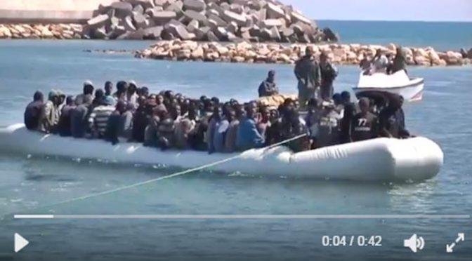 Marina Libia sottrae 228 clandestini a trafficanti Ong
