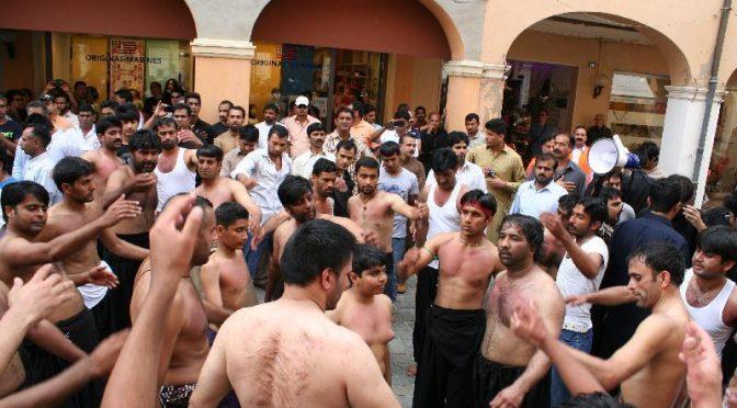 Carpi, islamici sanguinolenti in marcia col permesso del sindaco